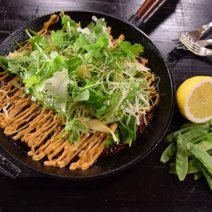 Japansk omelett i stekpanna