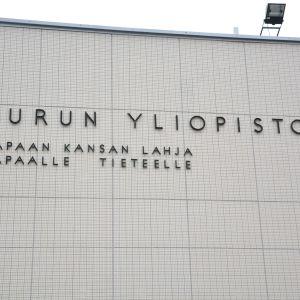 Turun yliopiston motto: vapaan kansan lahja vapaalle tieteelle