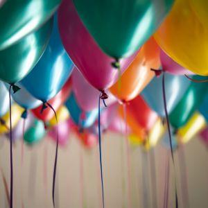 Färggranna ballonger.