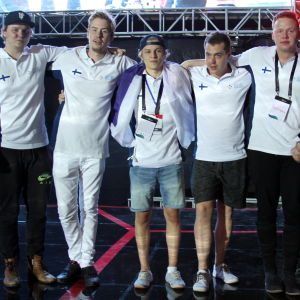 Suomen vuoden 2016 CS:GO -maajoukkue juhlii voitettuaan kultaa