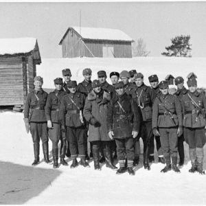 24.3.1940 Pataljoona. Larkon henkiin jääneet upseerit Äitsaaressa