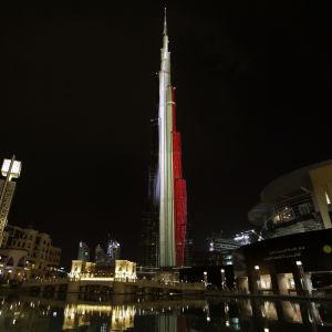 Burj Khalifa i Dubai i Belgiens färger 22.3.2016.