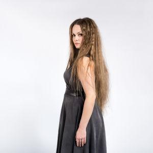 Emma är en av deltagarna i Tävlingen för ny musik, UMK, 2017.
