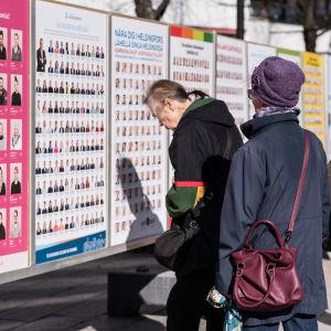 Valaffischer på gatan i Helsingfors, kommunalvalet 2017.