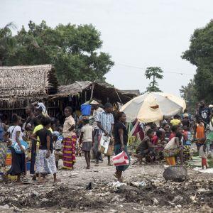 WHO försöker få tag på över 600 människor som kan ha smittats i Mbandaka i Demokratiska Republiken Kongo