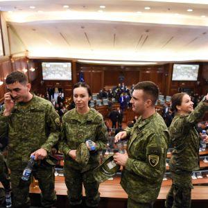 Medlemmar i Kosovos säkerhetsstyrka. Parlamentet i Pristina, Kosovo 14.12.2018 efter omröstningen om en armé.