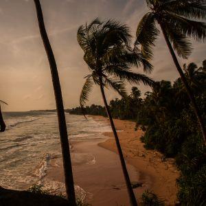En man som överlevde tsunamin 2004. På Sri Lanka omkom 35 000 människor då flodvågen vällde in över ön.