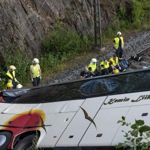 Olycksbussen i Kuopio fick stora skador.