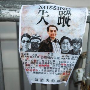 Ett plakat som kräver att Kina friger de fem bokhandlarna