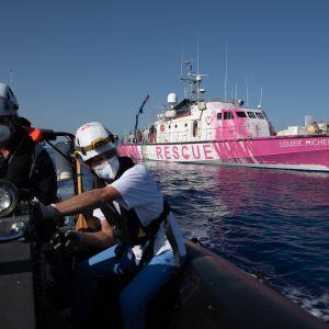 Räddningsfartyget Louise Michel utanför Libyens kust