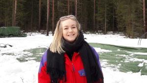 Caroline Eriksson vid sin tomt