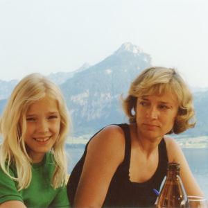 Minna Tervamäki äitinsä kanssa