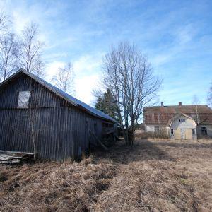 öde hus som stått övergivet ungefär sedan 50-talet