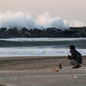Japan minns Fukushima.