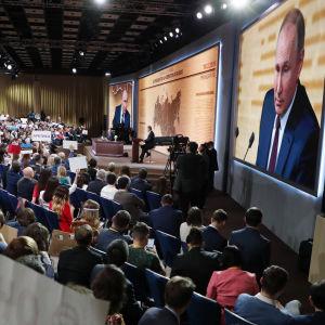 Vladimir Putins årliga tv-show