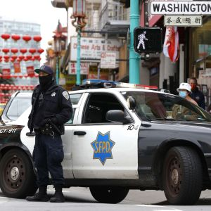Polis bevakade Chinatown i San Francisco på onsdagen. I många motsvarande stadsdelar runt om i USA har säkerheten trappats upp efter dåden i Atlanta.