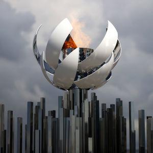 Olympiska elden brinner i Tokyo.