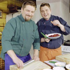 Timo Nykyri ja Janne Pekkala ohjelmassa Juhlamakupalat