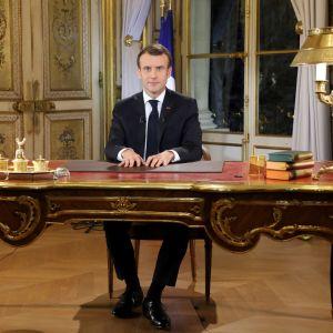 Frankrikes president Emmanuel Macron håller ett specialinsatt tal till nationen.