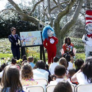 Vuonna 2015 presidentin puoliso Michelle Obama luki Dr. Seuss-satukirjaa pääsiäistapahtumassa Valkoisessa talossa. Hänen lukemansa kirja Oh, the things you can do that are good for you! ei ole niiden joukossa, joiden julkaiseminen lopetetaan nyt.