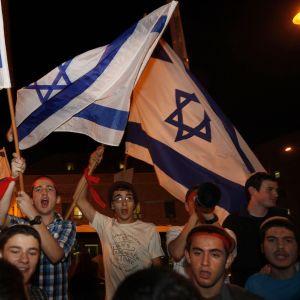 Israeliska högeraktivister demonstrerar i Jerusalem till stöd för Israel och israelerna i södra delen av landet (15.11.2012).