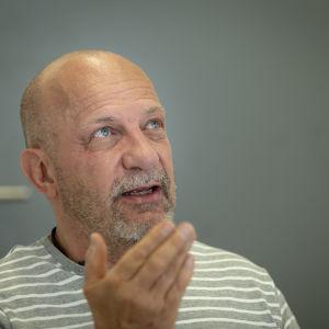 Ylikonstaapeli Kenneth Eriksson Poliisitalolla.