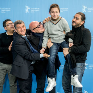 Personer bakom filmen Fuocoammare, regissören Gianfranco Rosi i mitten