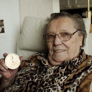 Lydia Wideman-Lehtonen år 2010 i sitt hem i Tammerfors.