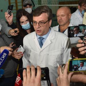 Alexander Murachovskij, som då var chefsläkare vid akutsjukhuset i Omsk, intervjuades av medier den 21 augusti 2021.