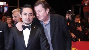 Aki Kaurismäki med Simon Hussein Hussein Al-Bazoon (till vänster) och Sherwan Haji (mitten) vid filmfestivalen i Berlin den 18 februari 2017.