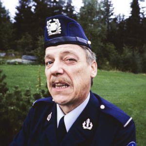 Tankki täyteen -sarjan roolihahmo konstaapeli Reinikainen, jota näyttelee Tenho Saurén.