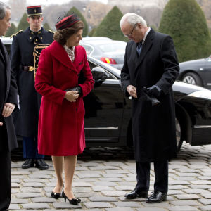 Sweden's King Carl XVI Gustaf (R) and Queen Silvia (C) arrive to attend a military ceremony at the Hotel National des Invalides in Paris, France, 02 December 2014. The Swedish royals are on a three-day official visit in France.