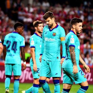 Barcelonas spelare deppar efter förlusten mot Granada.
