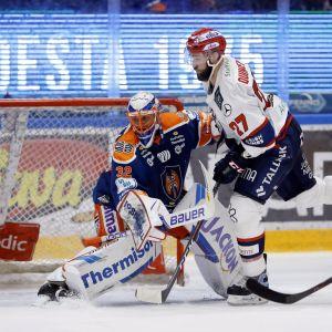 Niklas Bäckström vaktade Tapparamålet mot sin tidigare klubb HIFK.