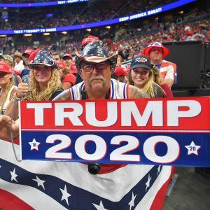Entusiastisk publik på valmötet i Orlando - det officiella startskottet för Trumps återvalskampanj.