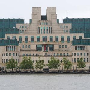 Brittiska underrättelsetjänsten MI6:s högkvarter i London.