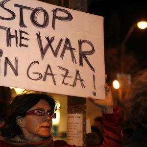 Israelisk demonstrant i Jerusalem (15.11.2012)