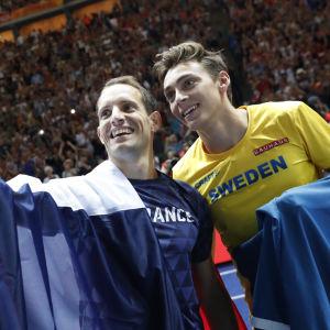 Renaud Lavillenie och Armand Duplantis tar en selfie