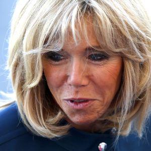 Närbild av franska presidentfrun Brigitte Macron.