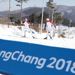 Norska skidåkare i OS-spåret.