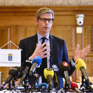 Sveriges justitieombudsman Per Lennerbrant på en arkivbild från en presskonferens i februari 2016.