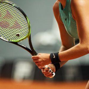 En neutral bild av en tennisspelare.