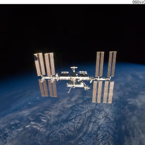 Internationella rymdstationen ISS i bana runt jorden.