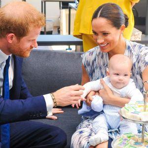 Prins Harry, hertig av Sussex och Meghan, hertiginna av Sussex med sonen Archie Harrison Mountbatten-Windsor - som snart ska bli storebror.