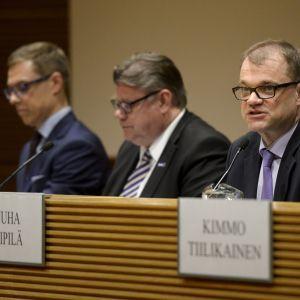 Partiledarna Alexander Stubb, Timo Soini och Juha Sipilä