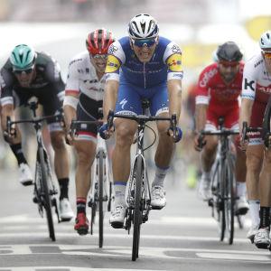 Marcel Kittel är först över mållinjen