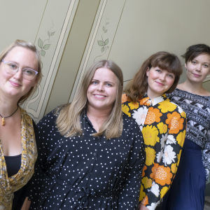 Fredrika-stipendiets mottagare år 2018: – eldsjälarna bakom kampanjen #dammenbrister:  Nina Nyman, Jenna Emtö, Vilhelmina Öhman och Ylva Perera. Ida Kronholm kunde inte närvara vid fotograferingen.