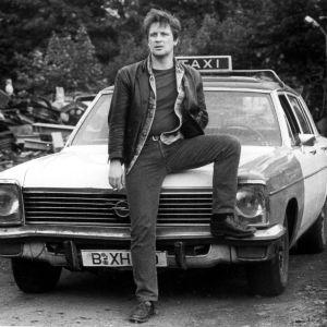 Kari Väänänen on taksikuski Alex elokuvassa Helsinki Napoli All Night Long.
