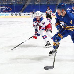 Taylor Hall siirtyi Buffalosta Bostoniin.