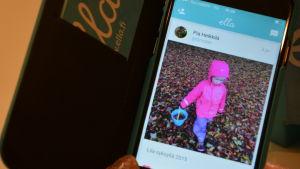 Mobilapplikationen Ella hjälper föräldrar att hitta kamrater åt ensamma barn.